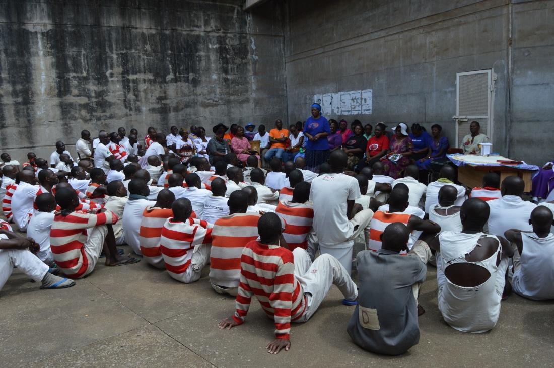 Mrs Dorothy Zakeo addresses prisoners after the celebration of mass in prison..JPG