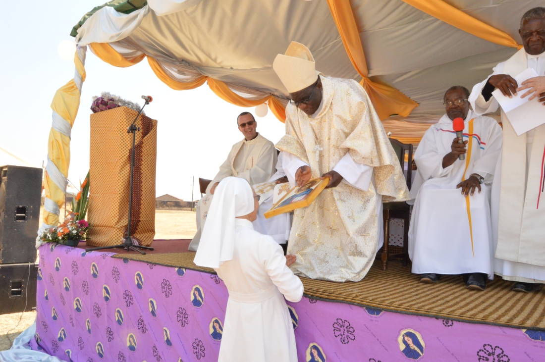 Archbishop Robert Ndlovu blesses the gift given to Sr. Luisa one of the congregation's pioneers to Zimbabwe..JPG