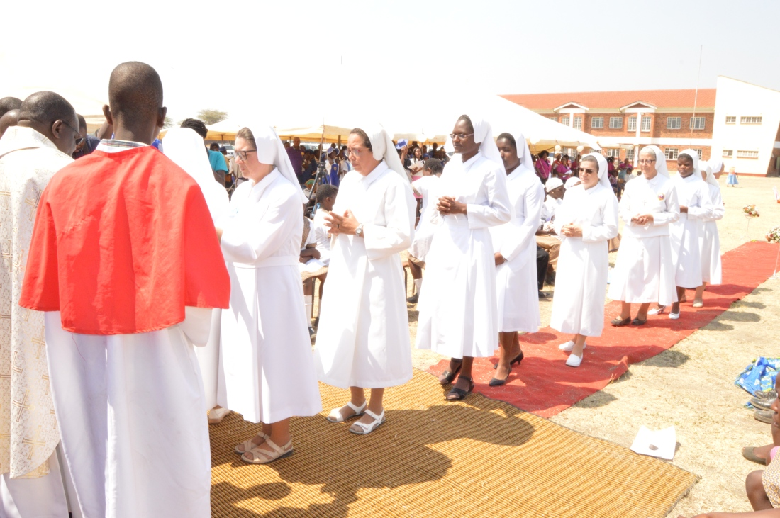 Sisters of Our Lady of Sorrows in a single file to receive holy communion..JPG