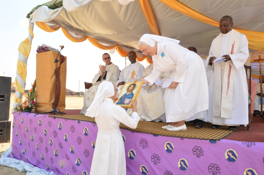 Superior General of the SOLS, Mother Carla Bertani presents a gift to Sr. Luisa in appreciation of her leadership role in Zimbabwe..JPG