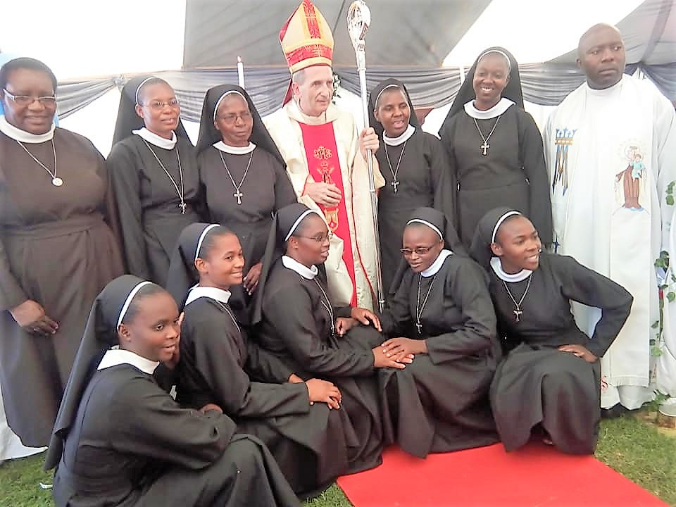 bishop paul horan (centre) flanked by sr. getrude bobo (immediate left), sr. theresa nyadombo (extreme left back row), fr. alexio makokowe and some sisters of the divine