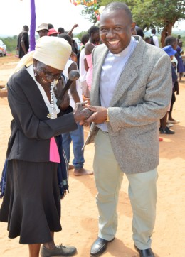 The Pational Pastoral Coordinator Fr. Mgcini Moyo chats with one of the participants in the CPNZ fun-run at Mavhaire Primary School.